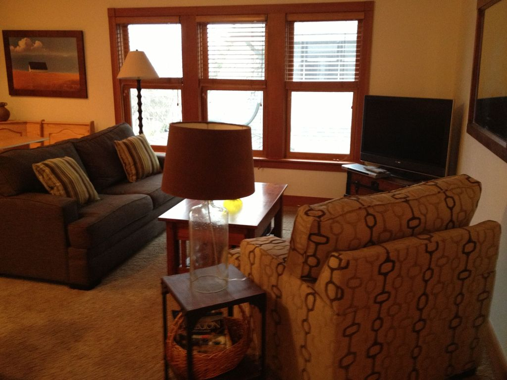 One Block To Theater, Park And Town -- Walk... - VRBO