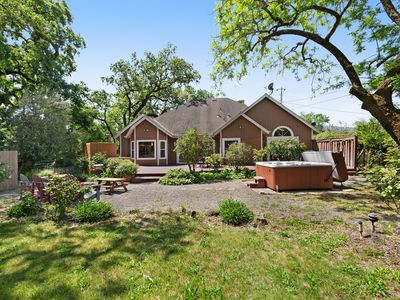 Photo for Spacious rural home w/private hot tub, mountain views, near parks and wineries!