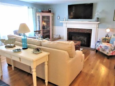 3 BED/2 BATH RENOVATED GEM IN CENTERVILLE! C/A! FREE BEACH PASS!