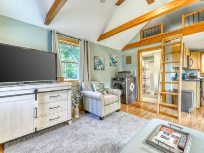 Photo for Charming Cottage w/a fully-equipped kitchen, gas grill & Netflix streaming!