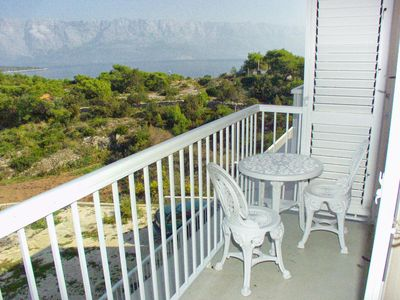Photo for One bedroom apartment with balcony and sea view Sumartin, Brač (A-757-c)