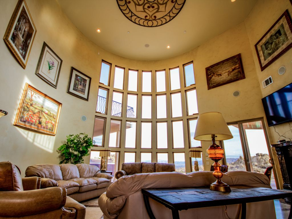 . Palm Springs Desert Palace   Luxurious      HomeAway Yucca Valley
