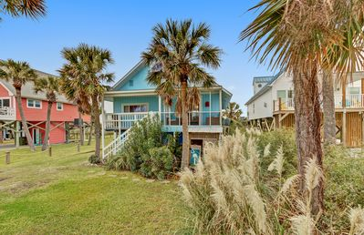 Folly's B Hive, Ocean views and Marsh front! Family-friendly vacation home!