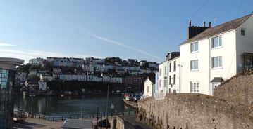 Commanding fantastic views across Brixham harbour and out to sea.  Pet friendly.