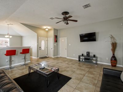 CUTE & SPACIOUS 3 BED/2 BATH WITH LARGE PRIVATE YARD!!!
