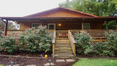 Cozy Cottage in the Heart of Burnsville- Less than 5 Min. Walk to Downtown