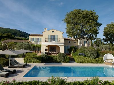 Photo for Distinguished south-facing Côte d'Azur architecture with prominent sea views