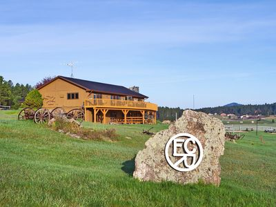 Located On 20 Acres That Border The Nat'l Forest; 2 Mins To Custer State Park