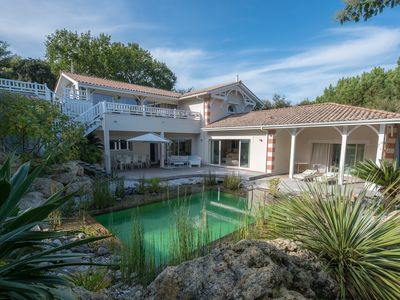 Photo for Stunning family villa with swimming-pool in the heart of Le Moulleau