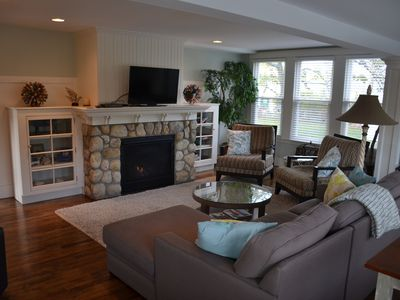 Photo for Newly renovated 4 bedrooms 4 baths, sleeps 10, Central Air