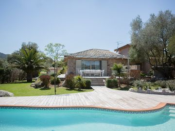 Luxury villa ideally located near downtown, beaches and mountains