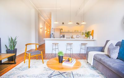Flexible Refund Policies: Downtown Loft 0.2 Mile Walk to River St.