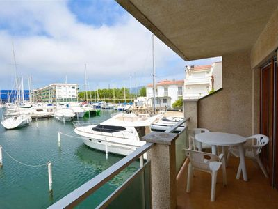Photo for Apartment with balcony on the canal, 80 meters from the beach. Free WIFI!