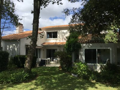 Photo for Family house with pool - 5 minutes walk from the beach