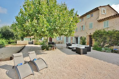 Courtyard - for lounging, dining and pétanque pitch.