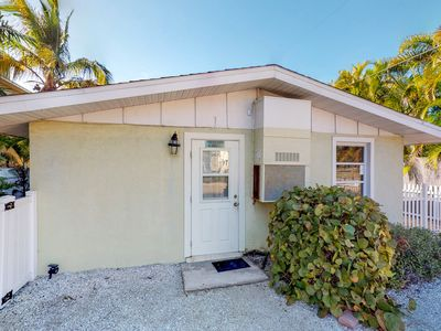 Photo for Stylish, cozy duplex with shared pool & easy beach access - free WiFi!