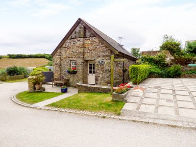 Photo for DOVECOTE, pet friendly, with hot tub in Gorran Haven, Ref 996900