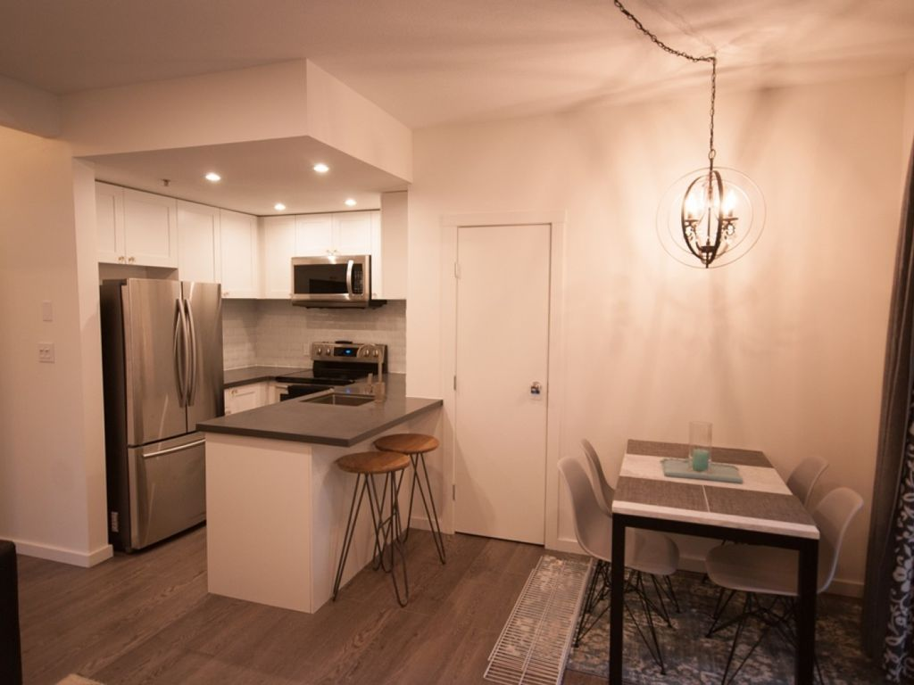 Symphony 34 - Deluxe 1 bedroom,  bath, free wi-fi and parking. Hot Tub Access