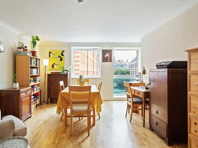 Photo for Lovely 2 Bed Apt w/Decorative Interior nr Pimlico