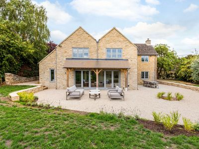 Photo for Spacious & Luxurious Home near Bicester village