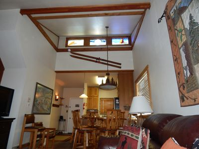StayWinterPark-Beaver-Village-Condos-vaulted ceilings in living room unit 131
