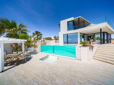 Photo for Luxurious villa situated on the edge of a hill