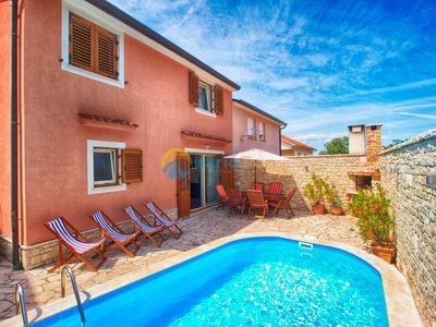 Photo for House 1381/13064 (Istria - Banjole), Beach front accommodation, 200m from the beach