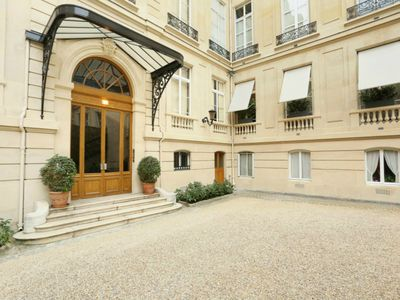 Photo for Amazing apartment in 7th mansion – great Eiffel view