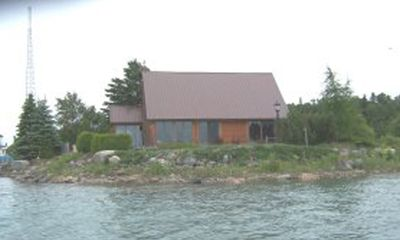 The Cottage on THE POINTE in Barbeau - excellent Freighter View!