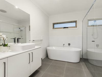 Photo for NEW Inner Melb Luxury Modern Grand Holiday House - Great location, Parking, Wifi