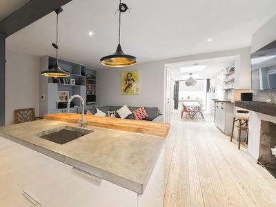 Photo for Contemporary 2 Bedroom Notting Hill Apartment