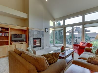 Photo for Bright, two-level townhouse w/ mountain view plus shared pools, hot tubs, tennis