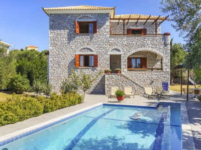Photo for Villa w/ air con, BBQ + pool, close to village + Venetian castle