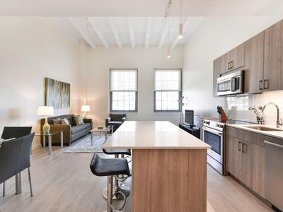 Photo for Bright & Clean 1BR |Full Kitchen & Laundry| Downtown