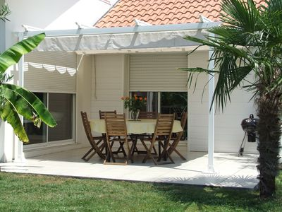 Photo for Halfway between ARCACHON and CAP-FERRET: Villa Arcachonnaise with Jacuzzi