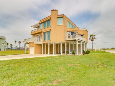 The Holiday House - Upscale, dog-friendly getaway w/sweeping ocean views & more!