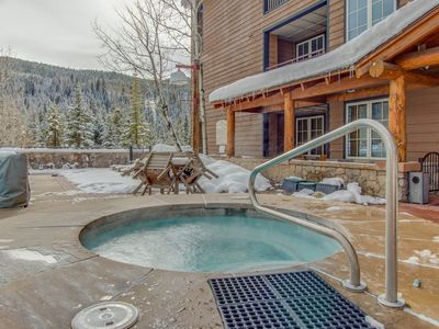 Photo for Spacious Condo next to Slopes , pool/hot tub, Kids Ski Free! Worry-Free Booking!