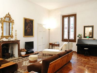 Photo for Oriuolo  apartment in Duomo with WiFi, air conditioning & lift.