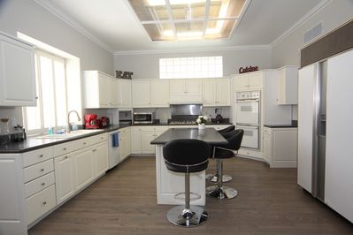 Oversized Kitchen, Large Center Island (3 bar stools) Thermador (classic) eqpmt