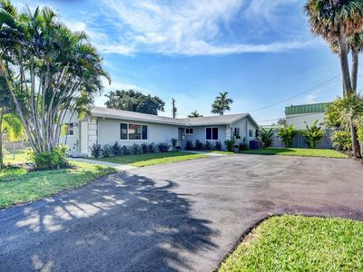 Photo for New! Close to Beach, Restaurants, Nightlife, Shopping, Marina, Golf, - Remodeled