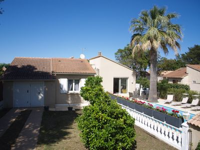 Photo for 4-star house: 4 bedrooms, swimming pool 150 m from the sea, sandy beach.