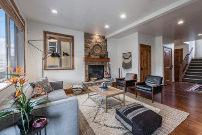 *FREE SKI RENTAL* Modern Luxury Retreat - 2 Mins to DV Lift, Home Theater,  Hot Tub, 2 Master Suites - Heber City