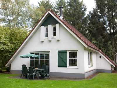 Photo for Bungalow in the holiday park Landal Landgoed De Elsgraven - Indoor swimming pool