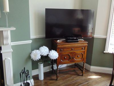 Photo for Spacious 2-bedroom flat with own entrance