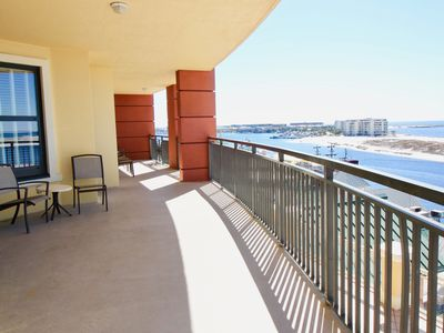 SPACIOUS CORNER UNIT,  WRAPAROUND BALCONY  With Views from the Gulf to the Bay!