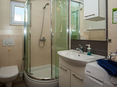 Photo for 1BR Apartment Vacation Rental in Bol, 17