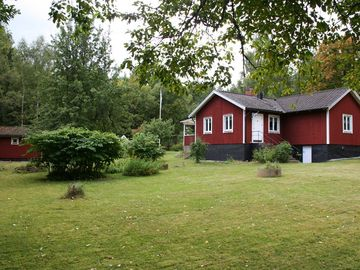 Holiday home with fully furnished guest house in peaceful woodland setting