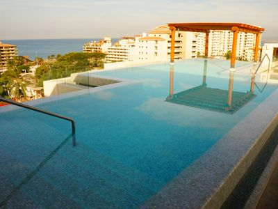 Photo for AMAZING New 5* 1BR 2BA 5min toBeach FAB rooftop pool&jaccuzzi