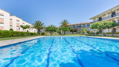 Photo for 2 bedroom Apartment, sleeps 5 with Pool, WiFi and Walk to Beach & Shops