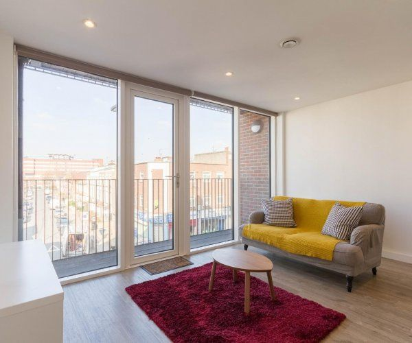 New bright 1bd flat in the heart tooting broadway homeaway for Tooting broadway swimming pool